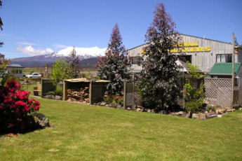 YHA National Park : Exterior of the National Park YHA hostel in New Zealand