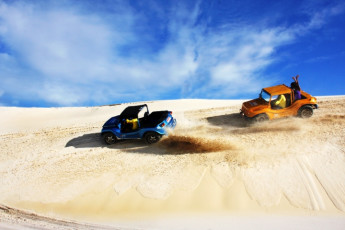 Natal Verdes Mares Hostel : Dune buggies near the Natal - Verdes Mares hostel in Brazil