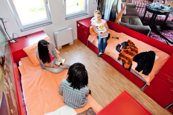 Youth Hostel Pekarna : Guests Relaxing in the Dorm Room at Maribor - Youth Hostel Pekarna, Slovenia