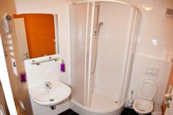 Youth Hostel Pekarna : Bathroom in Maribor - Youth Hostel Pekarna, Slovenia