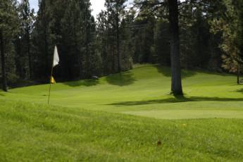 HI - Cranbrook : Golf course near the HI - Cranbrook hostel in Canada