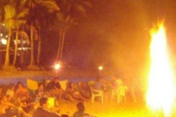 Ubatuba - Tribo Hostel : Guests at a beach party near the Ubatuba - Tribo Hostel in Brazil