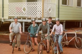 Denmark YHA : Guests on bicycles outside the Denmark YHA in Australia