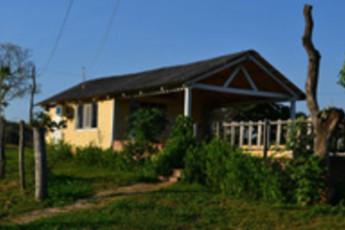 Santa Cruz - HI Hostel Safari Lodge : Exterior view of the Santa Cruz - HI Hostel Safari Lodge in Bolivia