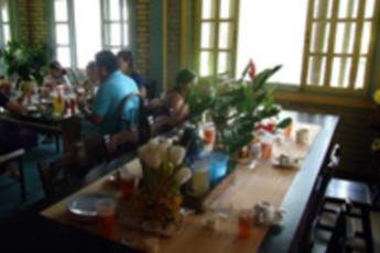 Santa Cruz - HI Hostel Safari Lodge : Restaurant in the Santa Cruz - HI Hostel Safari Lodge in Bolivia
