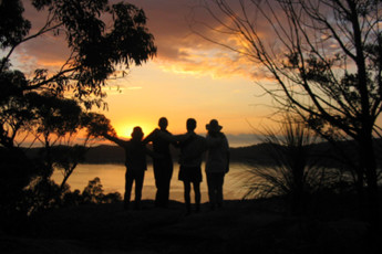 Sydney - Pittwater YHA : Guests near the Sydney - Pittwater YHA hostel in Australia