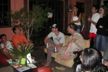 Maresias – Maresias Hostel : Guests in lounge at the Sao Sebastiao - Maresias hostel in Brazil