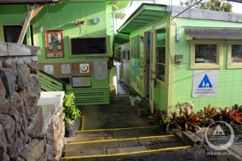 HI-Honolulu : Exterior of the HI-Honolulu hostel in the USA