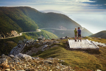 HI - Cabot Trail : Guests looking over skyline near the HI - Cabot Trail hostel in Canada