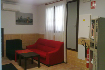 Toledo - Los Pascuales : in the Toledo Lounge - The Easter hostel in Spain