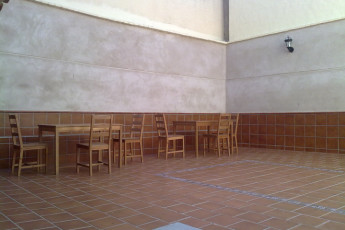Toledo - Los Pascuales : Patio area at the Toledo - Los Pascuales hostel in Spain