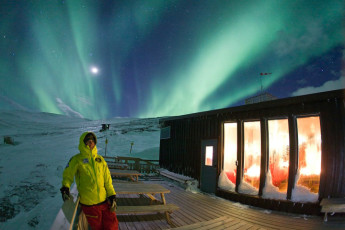 Abisko Mountain Station : Northern lights over the Lappland - Abisko Tourist Station hostel in Sweden