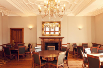 YHA Castleton Losehill Hall : Dining room in the YHA Castleton Losehill Hall in England