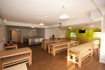 YHA Castleton Losehill Hall : Kitchen and dining room in the YHA Castleton Losehill Hall in England