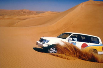 Fujairah Hostel : Car driving near the Fujairah Hostel in the United Arab Emirates