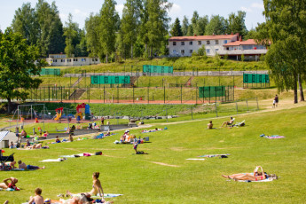 Gjøvik : Tennis Courts, Playground and People Relaxing on the Grass at Gjovik Hostel, Norway