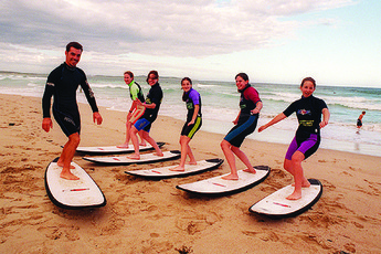 Sydney - Cronulla Beach YHA : Guests surfing near Sydney Cronulla Beach Hostel in Australia