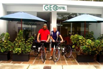 Medellin - Geo Hostel : Guests outside the Medellin Geo Hostel in Columbia
