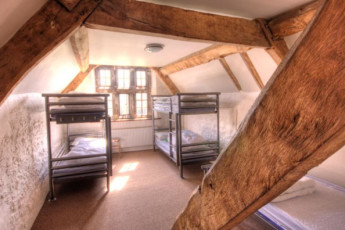 YHA Wilderhope Manor : Dorm room in the YHA Wilderhope Manor Hostel in England