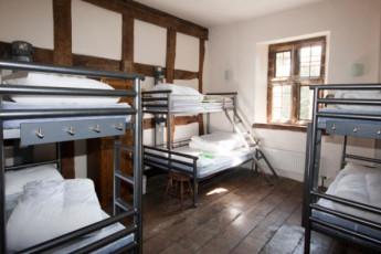 YHA Wilderhope Manor : Medium sized dorm in the YHA Wilderhope Manor Hostel in England