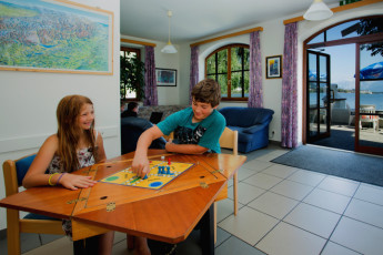 Zell am See -  Seespitzstraße : Children playing game in lounge at the Zell am See hostel in Austria