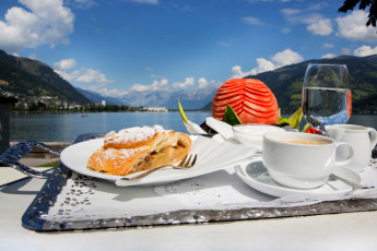 Zell am See -  Seespitzstraße : Food at the Zell am See hostel in Austria