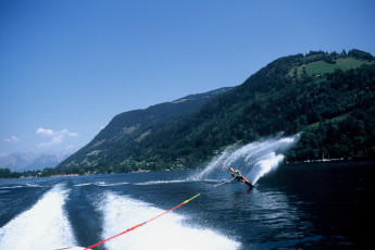 Zell am See -  Seespitzstraße : Waterskiing at the Zell am See hostel in Austria
