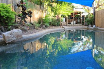 Cooktown YHA : Swimming pool at the Cooktown Hostel in Australia