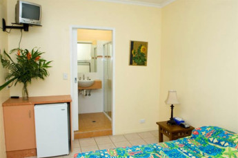 Cooktown YHA : Private double room with ensuite at the Cooktown Hostel in Australia