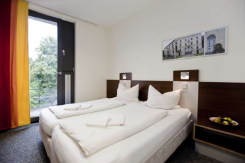 Düsseldorf City Hostel : Double room in the Düsseldorf City Hostel in Germany