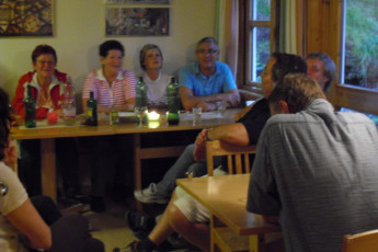 Åndalsnes : Guests Relaxing in the Dining Area at Andalsnes Hostel, Norway