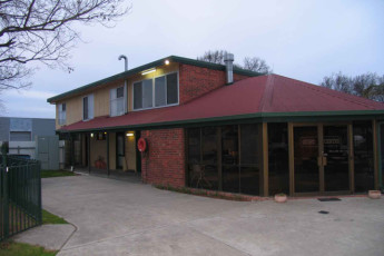 Albury - Wodonga YHA : Exterior view of the Wodonga hostel in Australia
