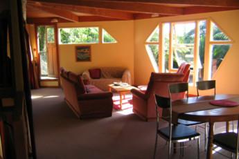 YHA Punakaiki : Lounge Area at Punakaiki Youth Hostel Association, New Zealand