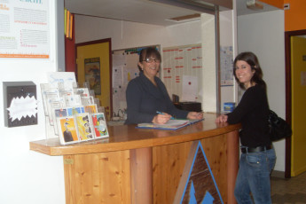Aix les Bains : Guest at reception of the Aix les Bains hostel in France