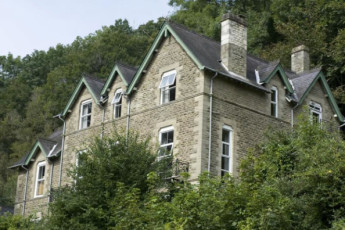 YHA Wye Valley : Exterior of the YHA Wye Valley hostel in England