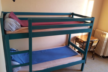 Marseille - Chateau du Bois-Luzy : Twin room in the Chateau du Bois Luzy hostel in France