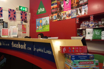 YHA London Earl's Court : Reception Desk in London Earl's Court Hostel, England