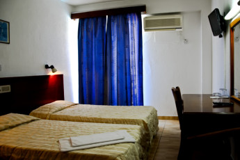 Larnaka - Larco Hotel : Twin room of the Larco Hotel/ Hostel in Cyprus