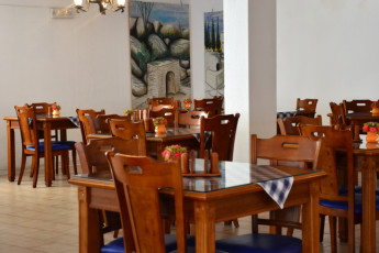 Larnaka - Larco Hotel : Dining room in the Larco Hotel/ Hostel in Cyprus