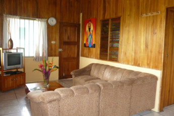 Manuel Antonio - Hostel Vista Serena : Lounge area at the Hostel Vista Serena in Costa Rica