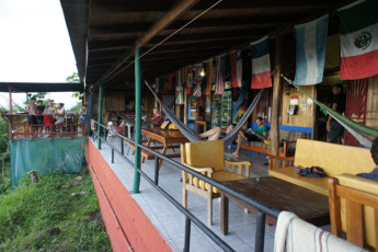 Manuel Antonio - Hostel Vista Serena : Terrace at the Hostel Vista Serena in Costa Rica