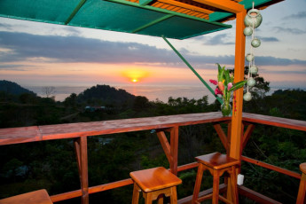 Manuel Antonio - Hostel Vista Serena : View of sunset from the Hostel Vista Serena in Costa Rica