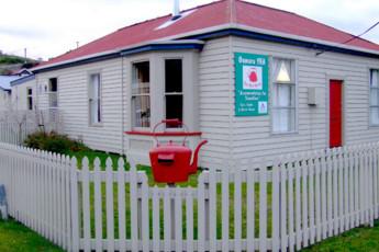 YHA Oamaru : Exterior View of Oamaru Hostel, New Zealand