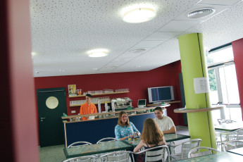 Luxembourg City : Gäste Entspannen im Zimmer in einem Studentenwohnheim in Luxemburg Stadt, Luxemburg