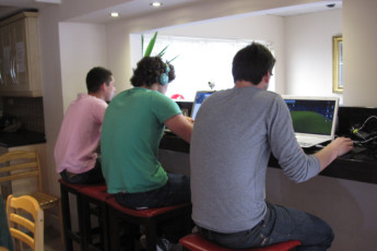 Galway - Sleepzone YHA : Guests on their Laptop in Galway - Sleepzone Hostel, Ireland (Republic of)