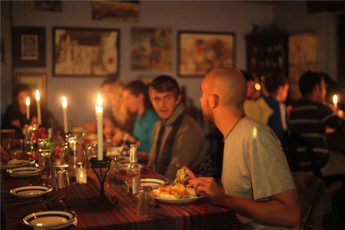 Buccaneers Lodge & Backpackers - Chintsa : Guests dining in the Buccaneers Lodge and Backpackers Hostel in South Africa