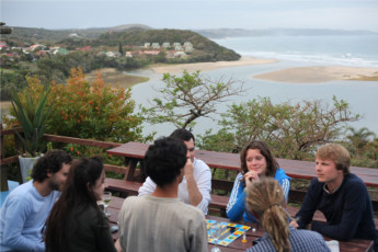 Buccaneers Lodge & Backpackers - Chintsa : Guests on terrace at the Buccaneers Lodge and Backpackers Hostel in South Africa