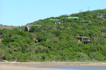 Buccaneers Lodge & Backpackers - Chintsa : Exterior of the Buccaneers Lodge and Backpackers Hostel in South Africa