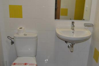 Albergue Inturjoven Jerez de la Frontera : Bathroom in Albergue Inturjoven Jerez Hostel, Spain