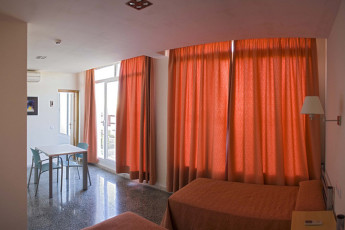 Albergue Inturjoven Jerez de la Frontera : Twin Zimmer in Hostel Herberge Inturjoven Jerez, Spanien